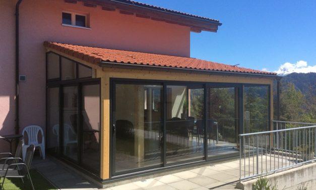 Peut-on fermer une terrasse en bois avec de l'alu ?
