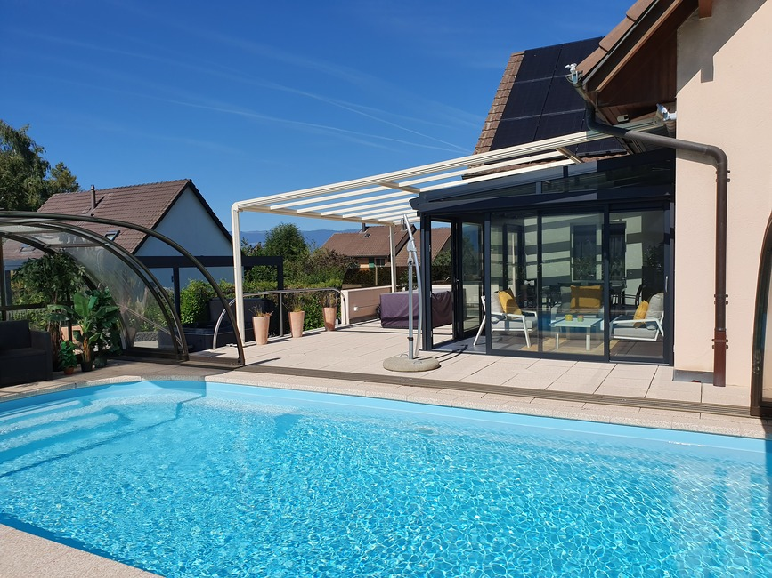 véranda et un abri de piscine à Cudrefin, dans le canton de Vaud